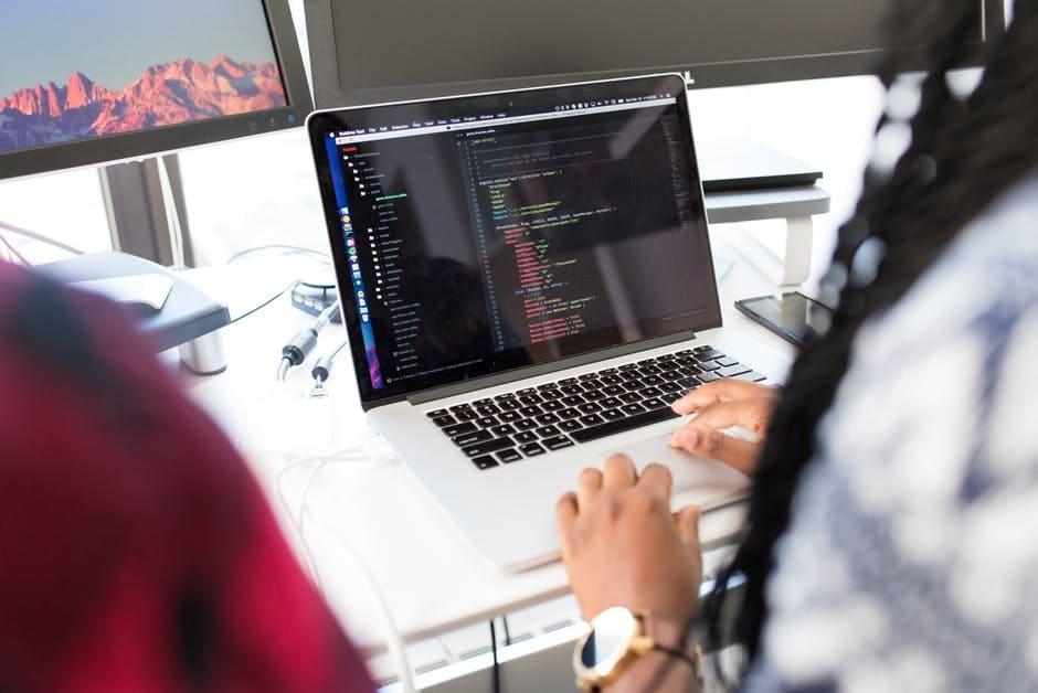Qual linguagem de programação é a solução para minha indústria?
